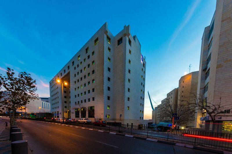 """סלע נדל""""ן נכנסת לתחום לגיל השלישי: רוכשת בית חולים סיעודי בטבריה ב-91 מיליון שקל"""